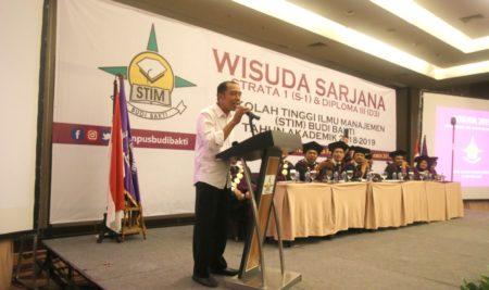 "Ada ""Jokowi"" Diwisuda STIM Budi Bakti"